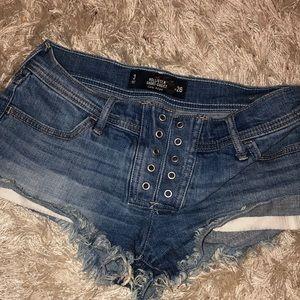Hollister shorts! (SHORT)